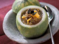 Orangen-Kürbis-Suppe im Kürbis
