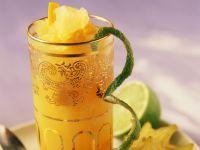 Orangendrink mit Limette