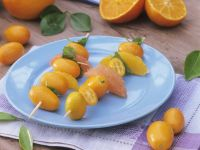 Oranger Obstspieß mit Kumquat, Grapefruit und Orange