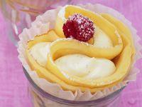Palatschinken mit Vanillecreme gefüllt
