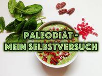 Paleosmoothie mit Beeren, Nüssen und Granatapfelkernen