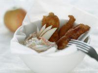Paniete Hähnchenflügel mit Krautsalat