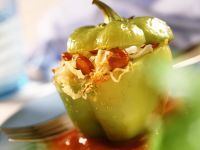 Paprika mit Würstl-Kraut-Füllung