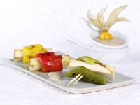 Paprika-Tofu-Spießchen mit Walnuss-Feigen-Dip