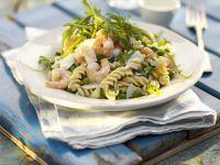 Pasta-Garnelen-Salat mit Rucola