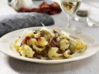 Pasta mit Anchovis und Oliven