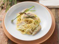 Pasta mit Carbonara-Soße und geräuchertem Aal