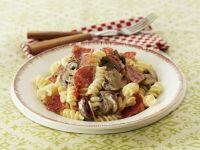 Pasta mit Champignons und Salami