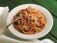 Pasta mit Fleischbällchen und Tomatensauce