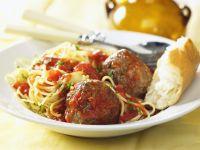 Pasta mit Fleischbällchen und Tomatensoße
