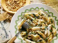 Pasta mit Mangold, Pinienkernen und Gorgonzola