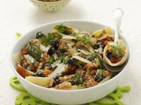 Pasta mit Olivensugo, Thunfisch und getrockneten Tomaten