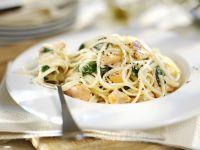 Pasta mit Spinat und geräuchertem Lachs