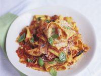 Pasta mit Tomaten-Paprika-Sauce