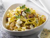 Pastasalat mit Gorgonzola und Auberginen