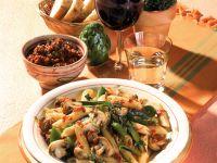 Penne mit Gemüse und Pesto rosso
