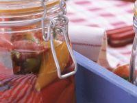 Peperoni und Paprika eingelegt