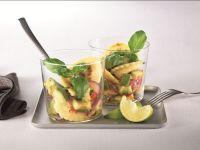 Pfannen Pasta mit Zwiebel-Avocado-Salat