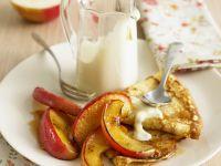 Pfannkuchen mit karamellisierten Äpfeln