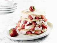 Pfannkuchentorte mit Erdbeer-Kokos-Quark