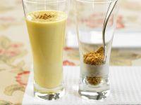 Pfirsich-Bananen-Shake mit Krokant