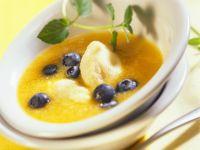Pfirsichsuppe mit Grießklößchen