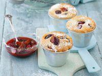Pflaumenmuffins mit Marzipan und Zimt