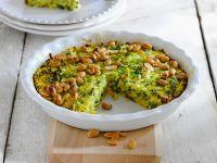Pikanter Zucchinikuchen mit Erdnüssen