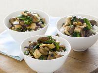 Pilzgemüse mit Tofu und Reis