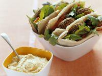 Pita mit Falafel und Hummus