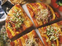 Pizza mit Paprika und Sprossen