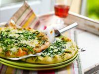 Pizza mit Rucola und Gorgonzola