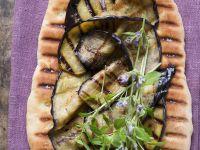 Pizzafladen mit gegrillten Auberginenscheiben