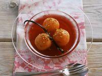 Pochierte Aprikosen mit Roséwein