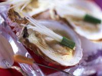 Pochierte Austern mit Safran und Porree