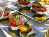 Polenta-Schnittchen mit Tomate und Zucchini