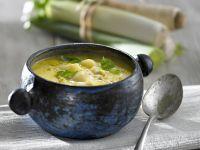 Porree-Suppe mit Basilikum