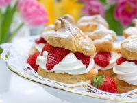 Profiteroles mit Erdbeeren