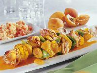 Puten-Spieße mit Speck und Aprikosen