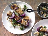 Putenspieße auf Spinat-Reis