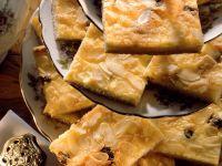 Quarkkuchen mit Rosinen und Mandeln