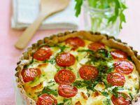 Quiche mit Tomaten, Käse und Rucola