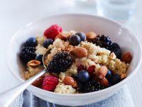 Quinoa-Brei mit Beeren