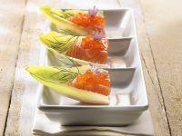 Räucherlachs und Kaviar mit Chicoree