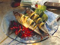 Räuchermakrelen mit Johannisbeer-Schalottensauce
