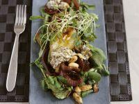 Rapunzelsalat mit Birne und Zwiebeln in Rotweinmarinade