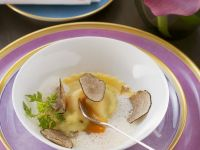 Ravioli mit Eigelb und Trüffeln