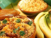 Reis mit Banane und Würstchen