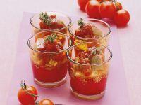 Reis mit Mozzarella, Steakwürfel und Tomatensauce