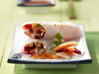 Reispapierrouladen mit Gemüse und Papaya gefüllt